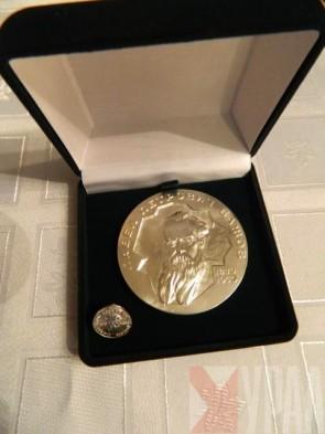 Памятная медаль и знак Бажовской премии